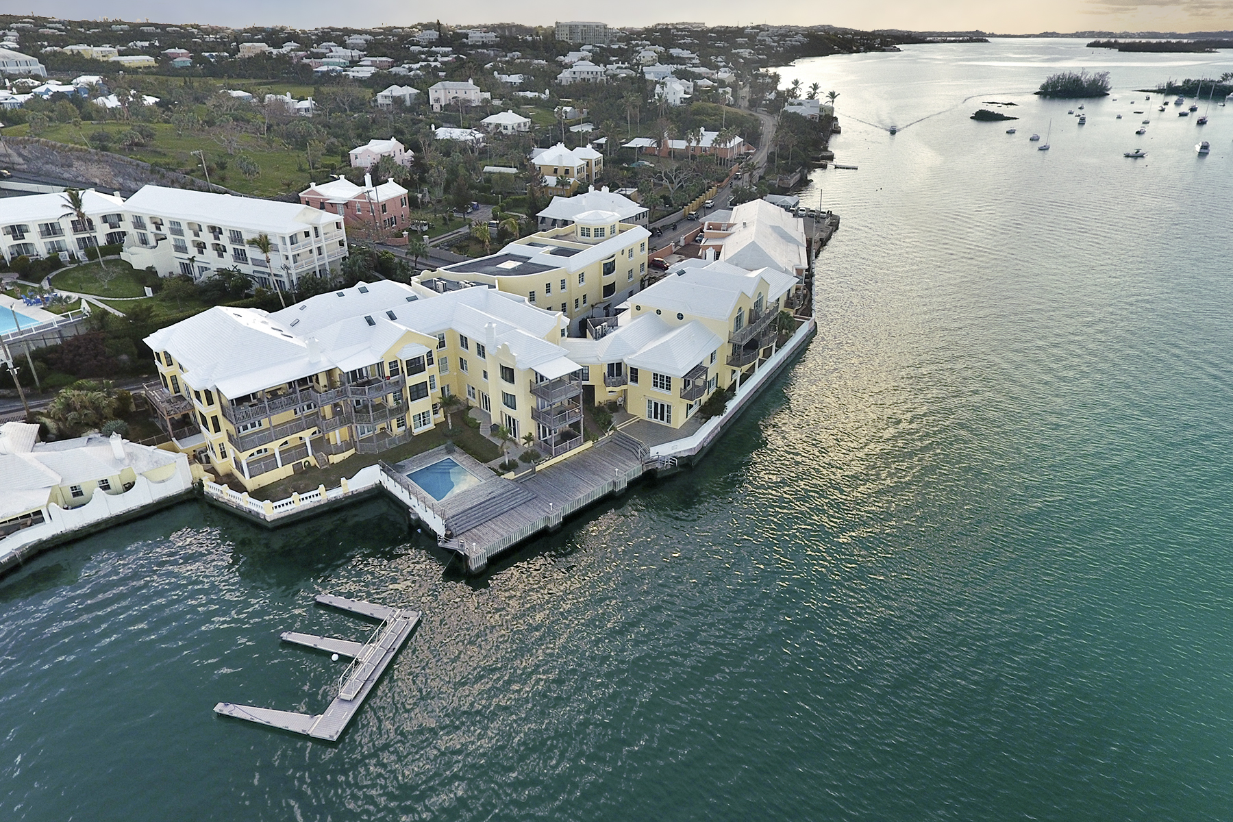 Condo / Townhouse plat /Appartement pour l Vente à The Wharf Unit 17 1 Harbour Road Paget Parish, PG01 Bermuda