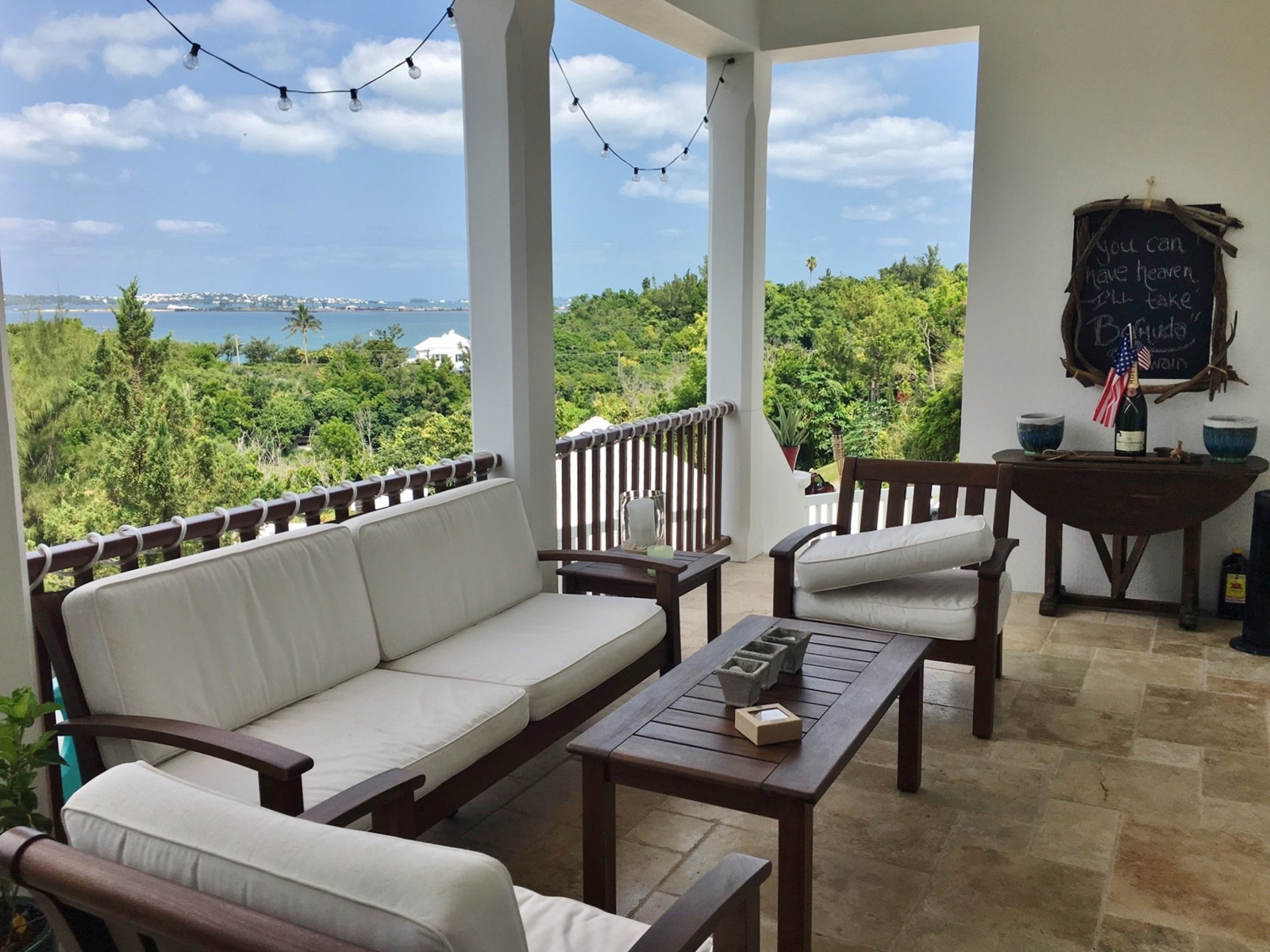 Condo / Townhouse / Piso por un Venta en The Bluffs Lower North - Unit 2 15 Admiral Lane Southampton Parish, SN01 Bermuda