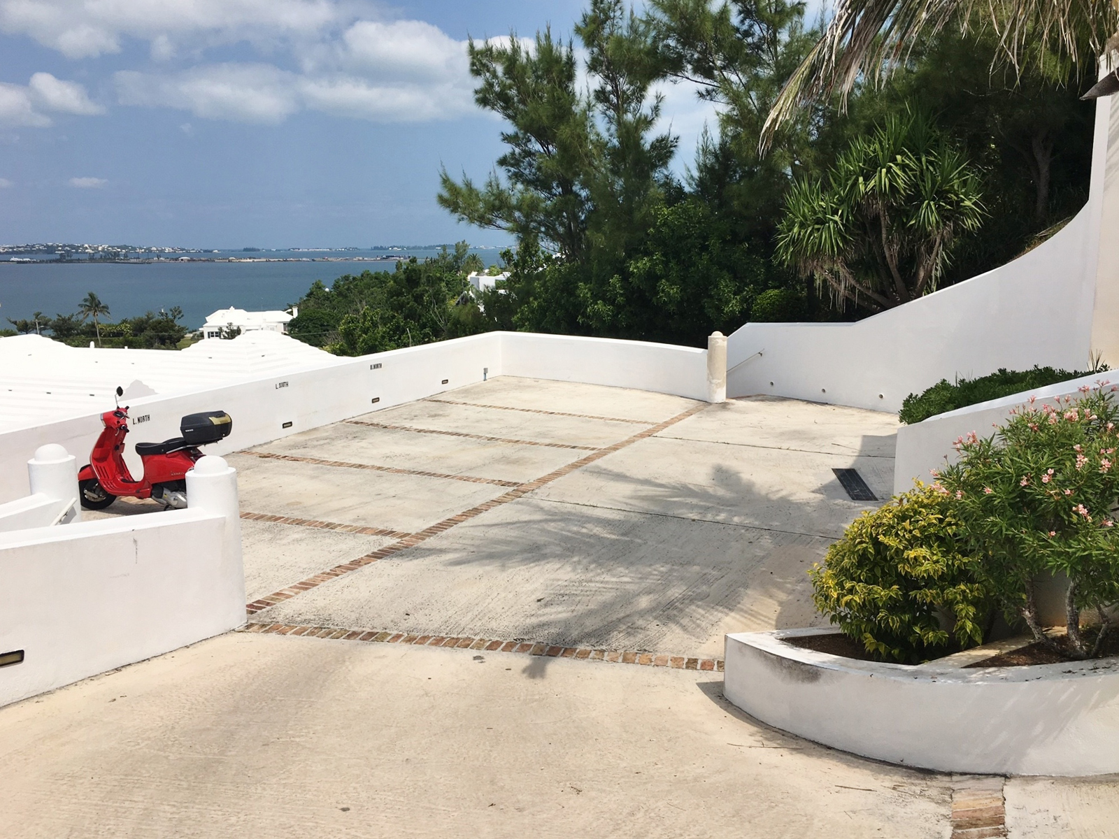 Additional photo for property listing at The Bluffs Lower North - Unit 2 15 Admiral Lane   Southampton Parish, SN01 Bermuda